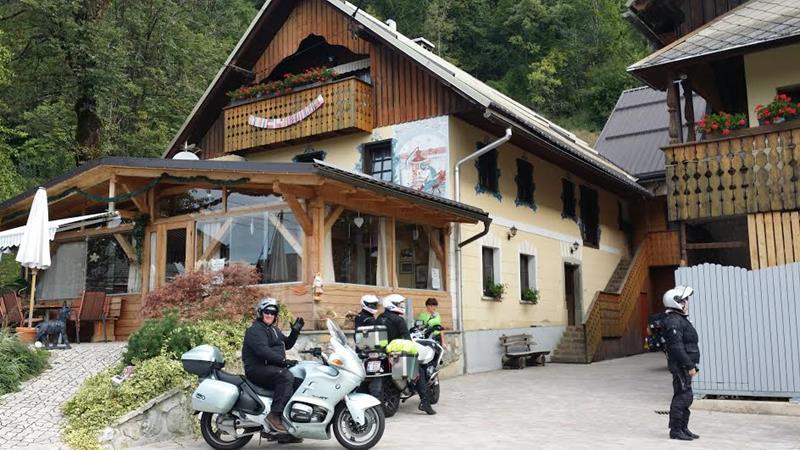ana und toni motorradhotels info_01