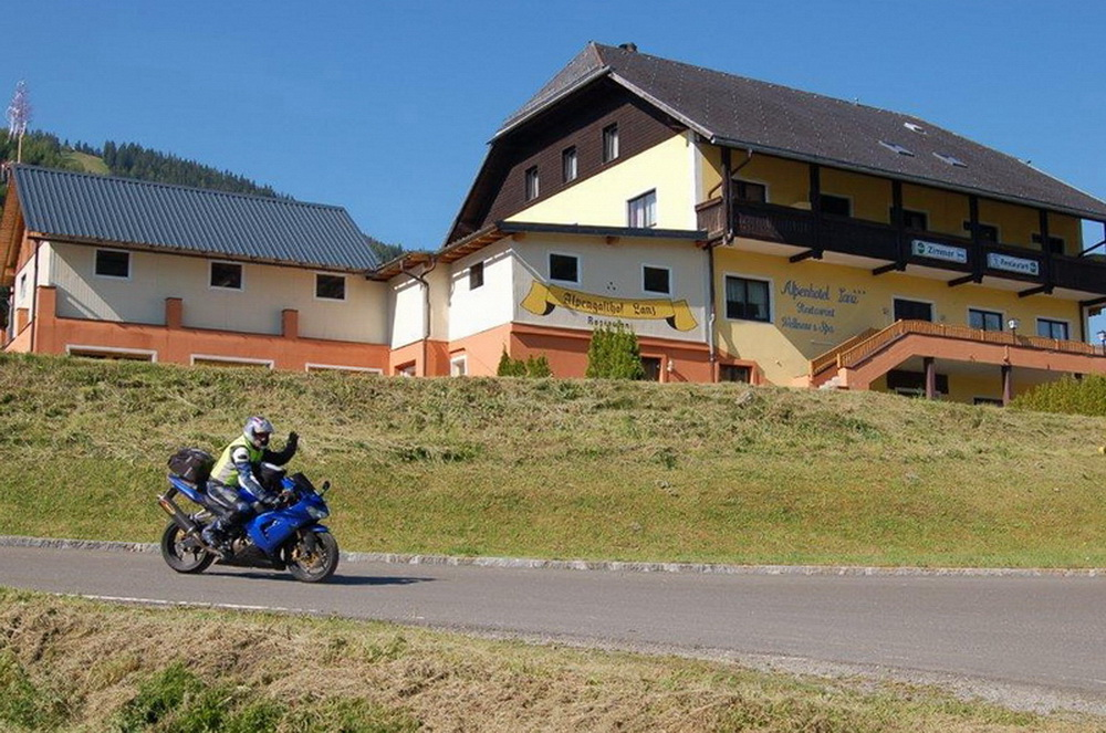 motoradhotels_info_alpenhotel_lanz_001