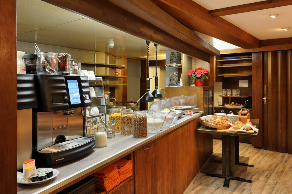 motorradhotels_info_hotel-dischma davos_07