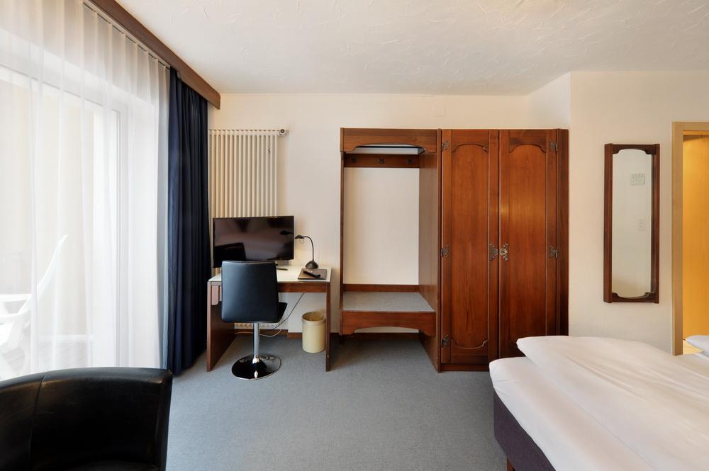 motorradhotels_info_hotel-dischma davos_10