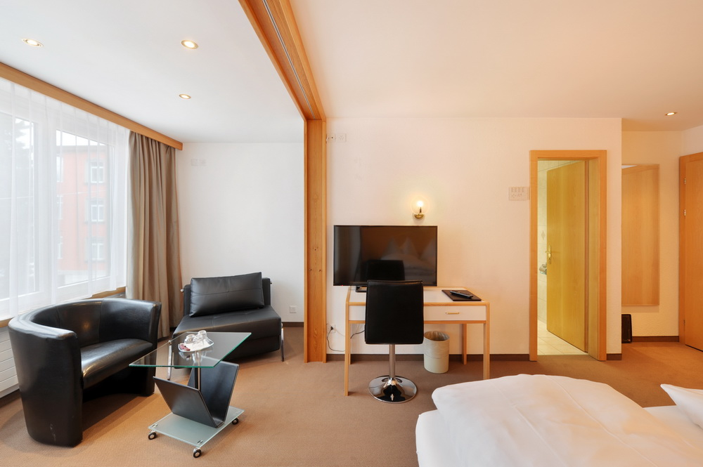 motorradhotels_info_hotel-dischma davos_15